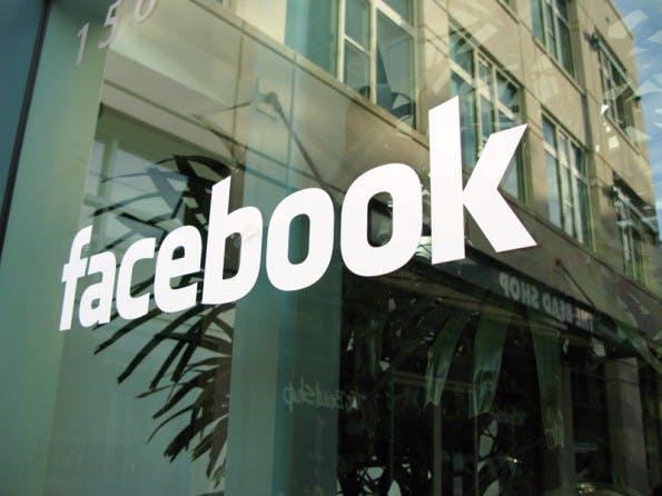 Facebook hat sich die Mobile-Messaging-App WhatsApp einverleibt. #FLICKR#