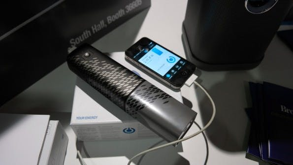"""Die mobile Brennstoffzelle """"Upp"""" ist ungefährlich und kann mit einer Kartusche aktuelle Smartphones rund fünf Mal laden. (Foto: t3n)"""