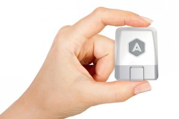 Smartes Autofahren soll in Zukunft ein Bluetooth-fähiger OBD-Computer ermöglichen. Er liest elektronische Fahrzeugdaten aus und sendet sie an das Smartphone. (Foto: Automatic)