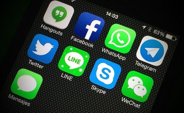 Wer sich die AGB von WhatsApp einmal näher anschaut, erkennt: Der Messenger behält das Recht für jedes verschickte Bild des Nutzers ein. (Foto: (Bild: Flickr-Alvy  / CC-BY-2.0)