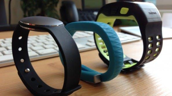 Im Vergleich zu anderen Fitness-Gadgets wie dem Jawbone UP oder der Nike Sportswatch wirkt der Misfit Shine schlank und elegant. (Foto: t3n)