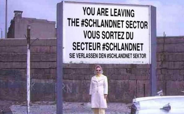Internet-Meme: You are now leaving the #schlandnet-sector. (Bild: Bruno Kramm / Twitter)