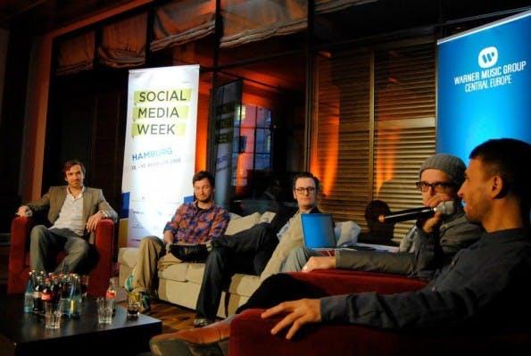 Diskussionen wie diese finden sich viele auf der Social Media Week. (Foto: Social Media Week)