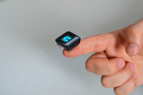 MicroView: Das Mini-Arduino mit integriertem Bildschirm erobert gerade Kickstarter. (Foto: Geek Ammo)