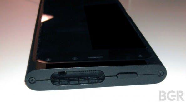 Seitliche Ansicht des möglichen Amazon Smartphones. (Bild: BGR.com)