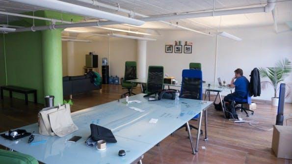 Buffer-Mitarbeiter können prinzipiell arbeiten wo sie möchten. Das Büro ist eher ein Coworking-Space als ein täglicher Treffpunkt. (Foto: Moritz Stückler)