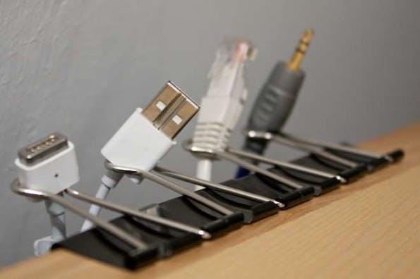 Spezielle Halterungen schützen vor Kabelsalat. (Bild: Lifehacking.nl)
