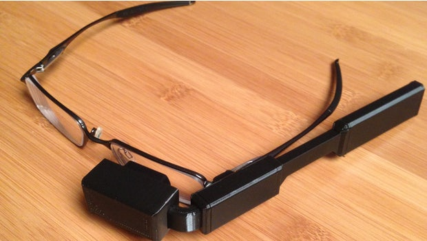 """(Foto: <a href=""""https://learn.adafruit.com/diy-wearable-pi-near-eye-kopin-video-glasses?view=all"""">Noe & Pedro Ruiz / Adafruit</a> Lizenz: <a href=""""http://creativecommons.org/licenses/by-sa/3.0/"""">CC BY SA 3.0</a>)"""