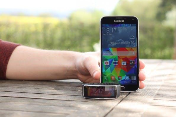 Grundsätzlich kann das Samsung Galaxy S5 im Test überzeugen, hat jedoch kleine Makel. (Foto: Johannes Schuba)