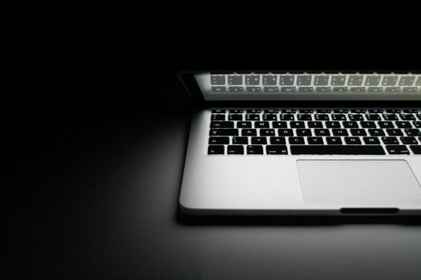 Zeitfresser E-Mail: Wer keine Rückfragen provoziert, kann früher in den Feierabend starten. (Bild: Viktor Hanacek)