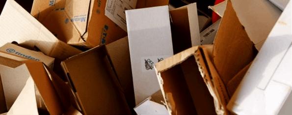 Leere Versand-Kartons