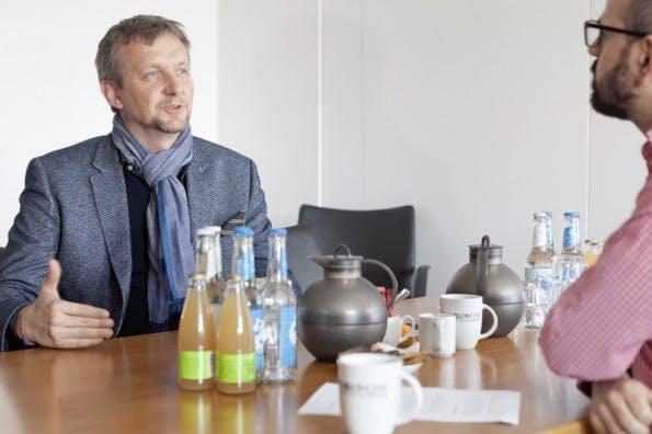 Jochen Wegner im Interview – Der Zeit-Online-Chefredakteur über agile Methoden im Newsroom und über die wichtige Rolle von Entwicklern im Redaktionsalltag. (Foto: Andreas Borowski)