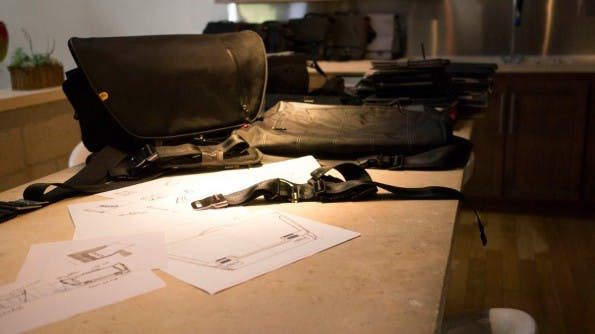 Allein in einer einfachen Aluminium-Schnalle steckt bei booq schon jede Menge Design. (Foto: Moritz Stückler)
