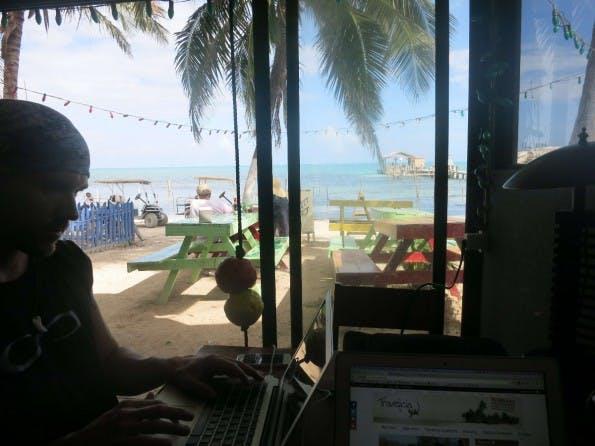 Arbeitsplatz mit Ausblick –für Digitale Nomaden keine Seltenheit. Bild: Marcus Meurer