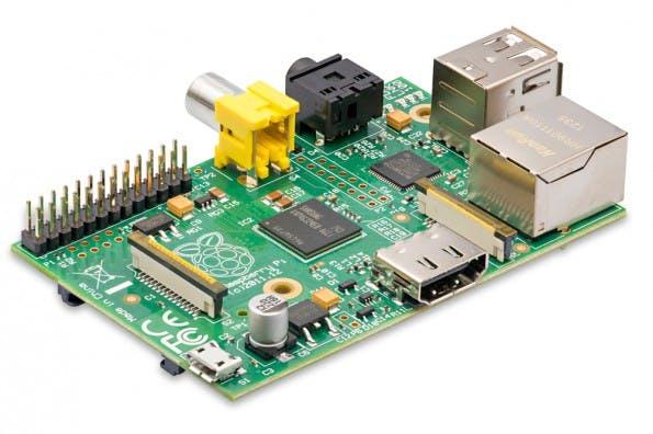 Der Raspberry Pi ist nur 53,98 x 85,60 mm groß. In der Abbildung ein Model B. (Foto: Franzis Verlag).