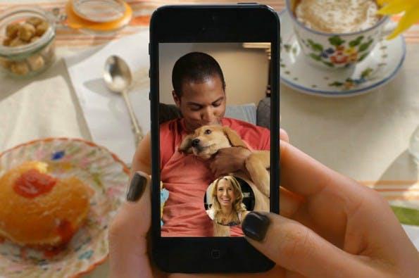 Mit einer eleganten Funktion für Videotelefonie sorgt Snapchat seit Wochen für mächtig Wirbel. Jetzt will Facebook dagegenhalten. (Screenshot: YouTube/Snapchat)