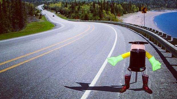 Abgefahrenes Roboter-Projekt: hitchBOT fährt alleine per Anhalter durch Kanada