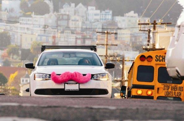Lyft wurde 2012 in San Francisco gegründet und ist aus dem Stadtbild nicht mehr wegzudenken. (Bild: Lyft)
