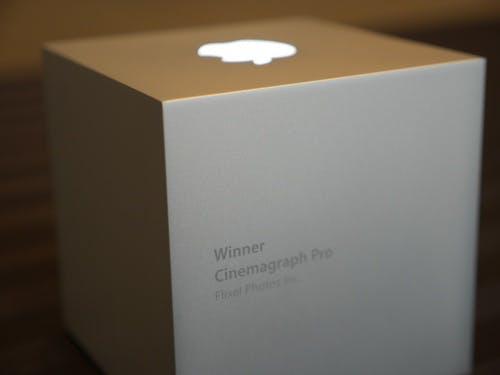 Die Gewinner des Apple Design Awards erhalten neben der schicken Skulptur auch viele kostenlose Apple-Geräte (Quelle: blog.flixel.com)