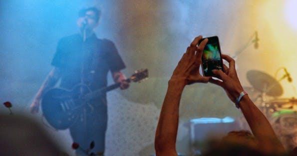 Auch bei Großveranstaltungen sind Smartphones inzwischen eine Selbstverständlichkeit. (Foto: Flickr / Martin Fisch / CC BY-SA 2.0)