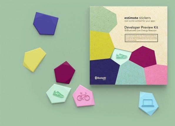 Estimote Sticker: Winzige Beacon für jede Oberfläche. (Foto: Estimote)