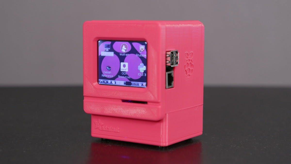 "Klein aber verdammt cool: Der Raspberry-Pi-Nachbau des Macintosh Classic. (Foto: <a href=""https://learn.adafruit.com/users/pixil3d"">Noe Ruiz / Adafruit</a> Lizenz: <a href=""https://creativecommons.org/licenses/by-sa/3.0/"">CC BY-SA 3.0</a>)"