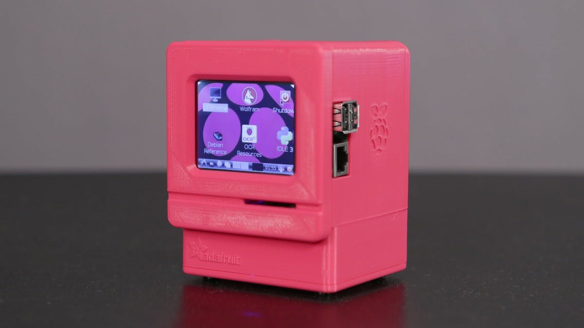 Klein aber verdammt cool: Der Raspberry-Pi-Nachbau des Macintosh Classic. (Foto: Noe Ruiz / Adafruit Lizenz: CC BY-SA 3.0)