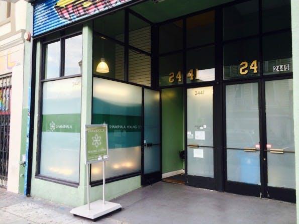 Kaum zu erkennen: Eine von dutzenden, modernen Cannabis-Abgabestellen in San Francisco. (Foto: Moritz Stückler)