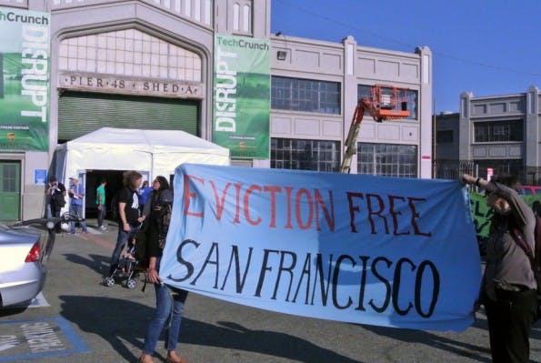 TechCrunch Disrupt in San Francisco: Aktivisten wollen Silicon-Valley-Firmen auf die schwierige Mietsituation in der Stadt aufmerksam machen. (Foto: Andreas Weck)