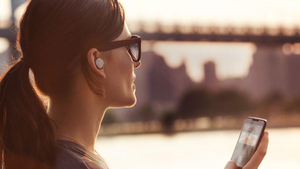 Klein, kleiner, Moto Hint: Motorola stellt winziges Bluetooth-Headset vor