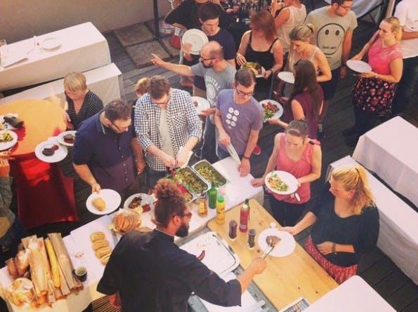 Events eignen sich hervorragend zum Netzwerken. Auch deshalb gibt es jedes Jahr das t3n-Family-&-Friends-BBQ. (Foto: t3n)