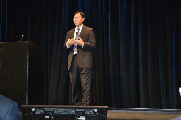 Carey Wong von Salesforce erklärt welche Datengrundlagen für die erfolgreiche Steuerung einer Customer-Journey nötig sind. (Foto: Jochen G. Fuchs)