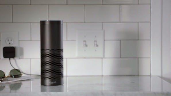 """Der Amazon Echo hört immer mit und reagiert nur wenn man ihn """"Alexa"""" nennt. (Quelle: Amazon)"""