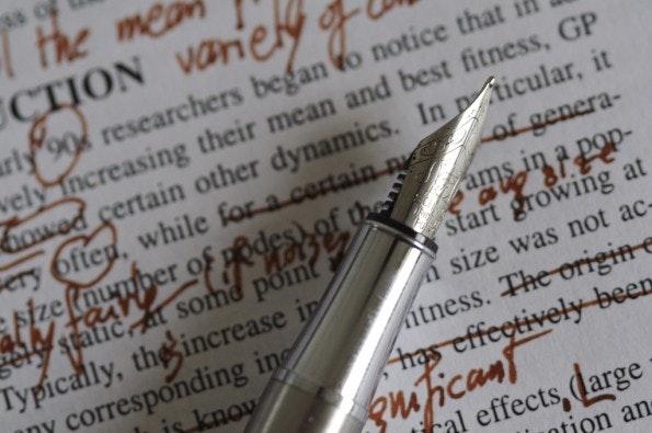 Viele Fehler lassen sich vermeiden, wenn die Texte vor Veröffentlichung noch mal gegengelesen werden. (Foto: Nic McPhee / Flickr Lizenz: CC BY-SA 2.0