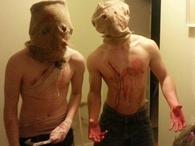 """Tyler Merluzzi und sein Bruder wollten ihre Nachbarschaft zu Halloween terrorisieren und den ganzen Spaß mit mehreren Kameras dokumentieren. Für 400 US-Dollar hätte ihnen das Internet dabei zusehen können, doch keiner wollte zahlen. (Quelle: <a href=""""http://kickended.com/projects/1793178786/"""">kickended.com</a>)"""