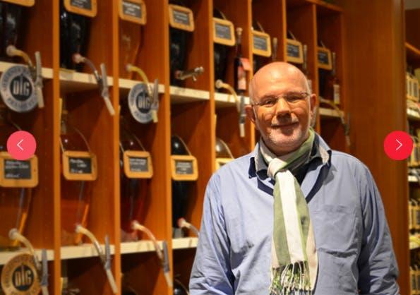 Händler in den Vordergrund, das ist ein Merkmal im Konzept. Hier Markus Kuhnke mit seinem Naschkatzenparadies in Wuppertal. (Screenshot: Atalanda)