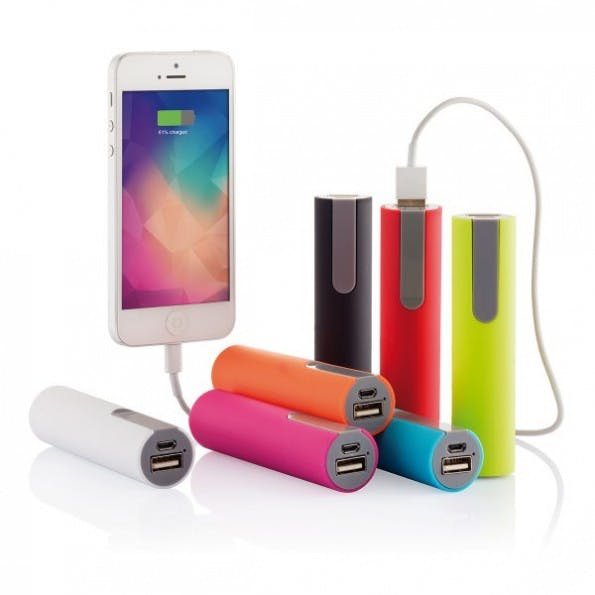 Mobile Ladegeräte sind nützlich und klein – allerdings nicht gerade billig. (Smartphone-Ladeakku von Loooqs, bei design3000.de).