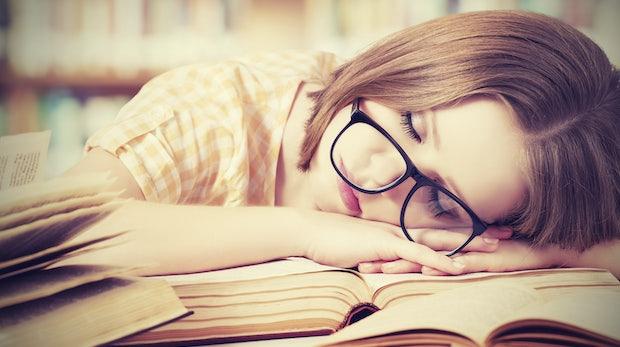 Power-Napping im Büro: So überbrückt ihr das biologische Mittagstief
