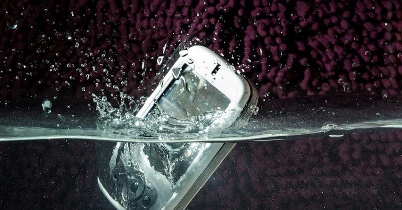 smartphone nass geworden die ultimativen erste hilfe tipps bei einem wasserschaden t3n. Black Bedroom Furniture Sets. Home Design Ideas