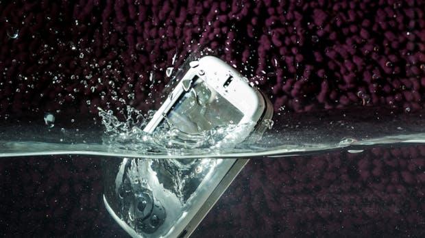Smartphone nass geworden? Die ultimativen Erste-Hilfe-Tipps bei einem Wasserschaden