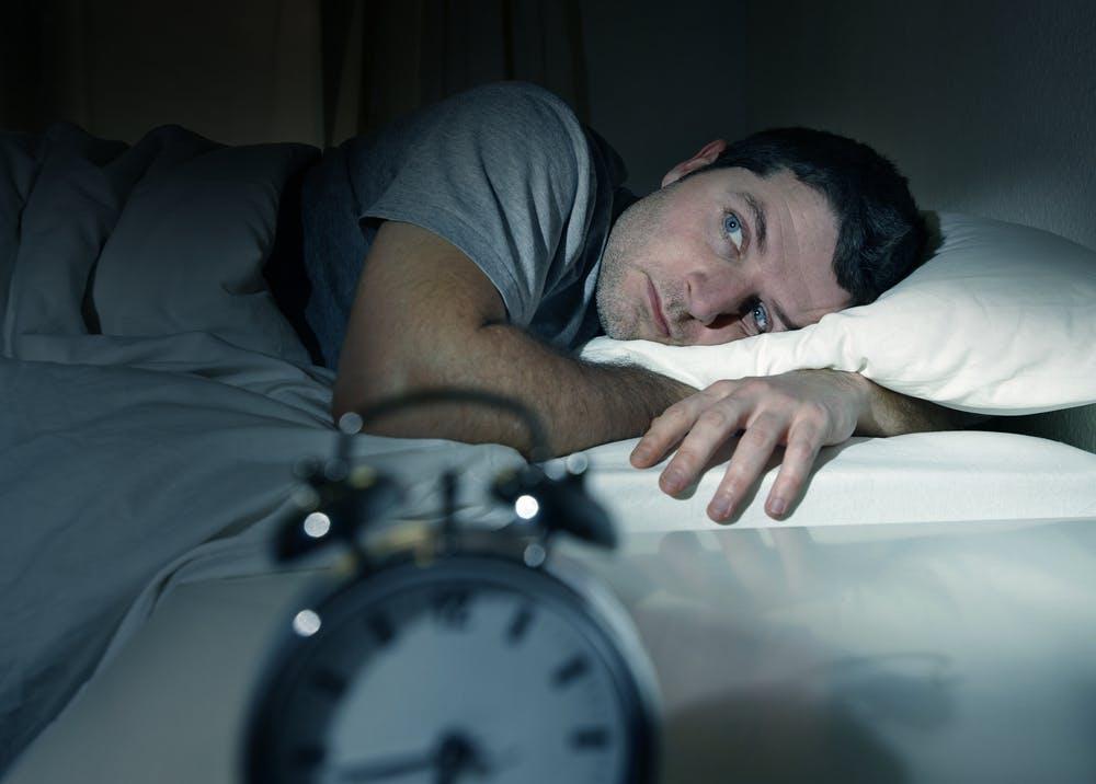 Je ausgeruhter der Körper ist, desto leichter kann sich auch dein Geist entspannen. Am Abend vor dem Termin solltest du auf guten Schlaf achten. Aber vorsicht: nicht verschlafen! (Foto: Shutterstock)