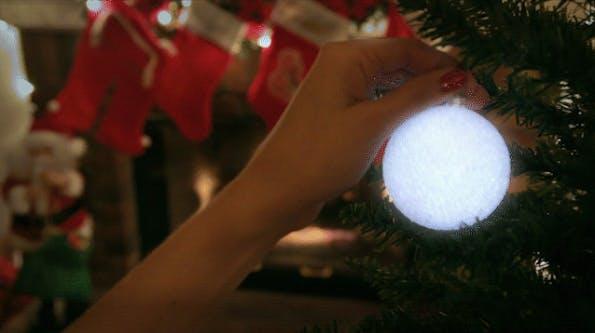 LED statt Kerzen: Kickstarter-Projekt Aura bringt WLAN-gesteuerte Christbaum-Beleuchtung. (Bild: Aura)