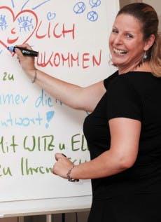 Mit Gehaltsverhandlungen kennt sie sich aus: Claudia Kimich coacht Menschen, bei denen Gehaltsverhandlungen anstehen.