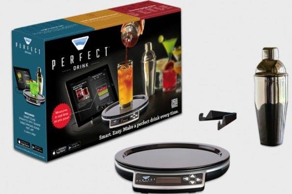 Wer noch Weihnachtsgeschenke für volljährige Geeks sucht, könnte sich für die Cocktail-Waage inklusive App interessieren. (Bild: Perfect Drink)