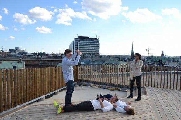 Die Dachterasse ist auch mit fehlender Begrünung schon ein attraktiver Anzugspunkt geworden. (Foto: Jochen G. Fuchs)
