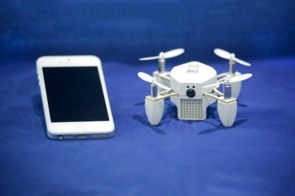 Die Mini-Drohne Zano kann mit dem Smartphone gesteuert werden. (Foto: Torquing Group/Kickstarter)