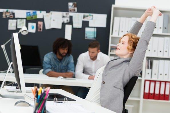 Richtige Pausen machen – und zwischendurch auch mal bewegen! (Foto: Shutterstock / racorn)