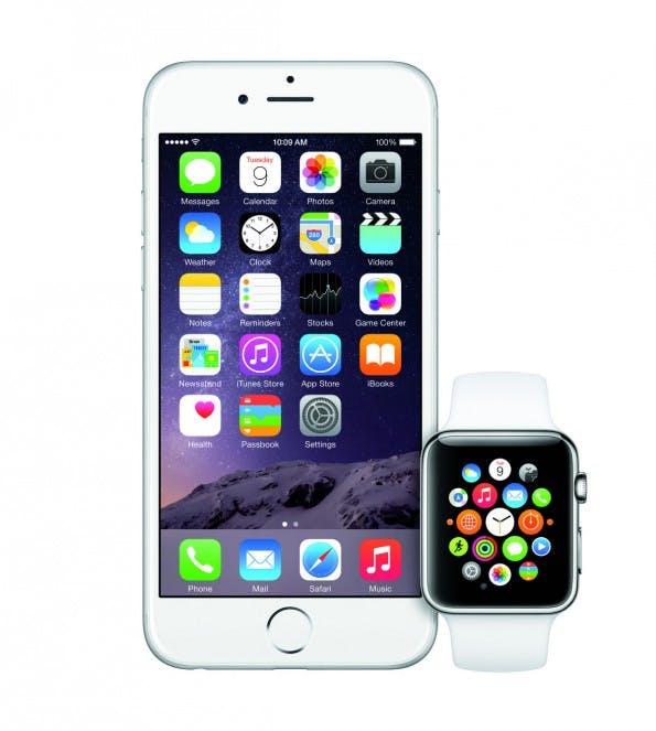 iOS 8.2 soll Kommunikation zwischen Apple Watch und iPhone sicherstellen. (Foto: Apple)