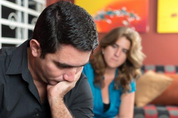 Wer seine schlechte Laune ständig mit nach Hause bringt, sollte über einen Jobwechsel nachdenken. (Foto: Shutterstock / Kamira)