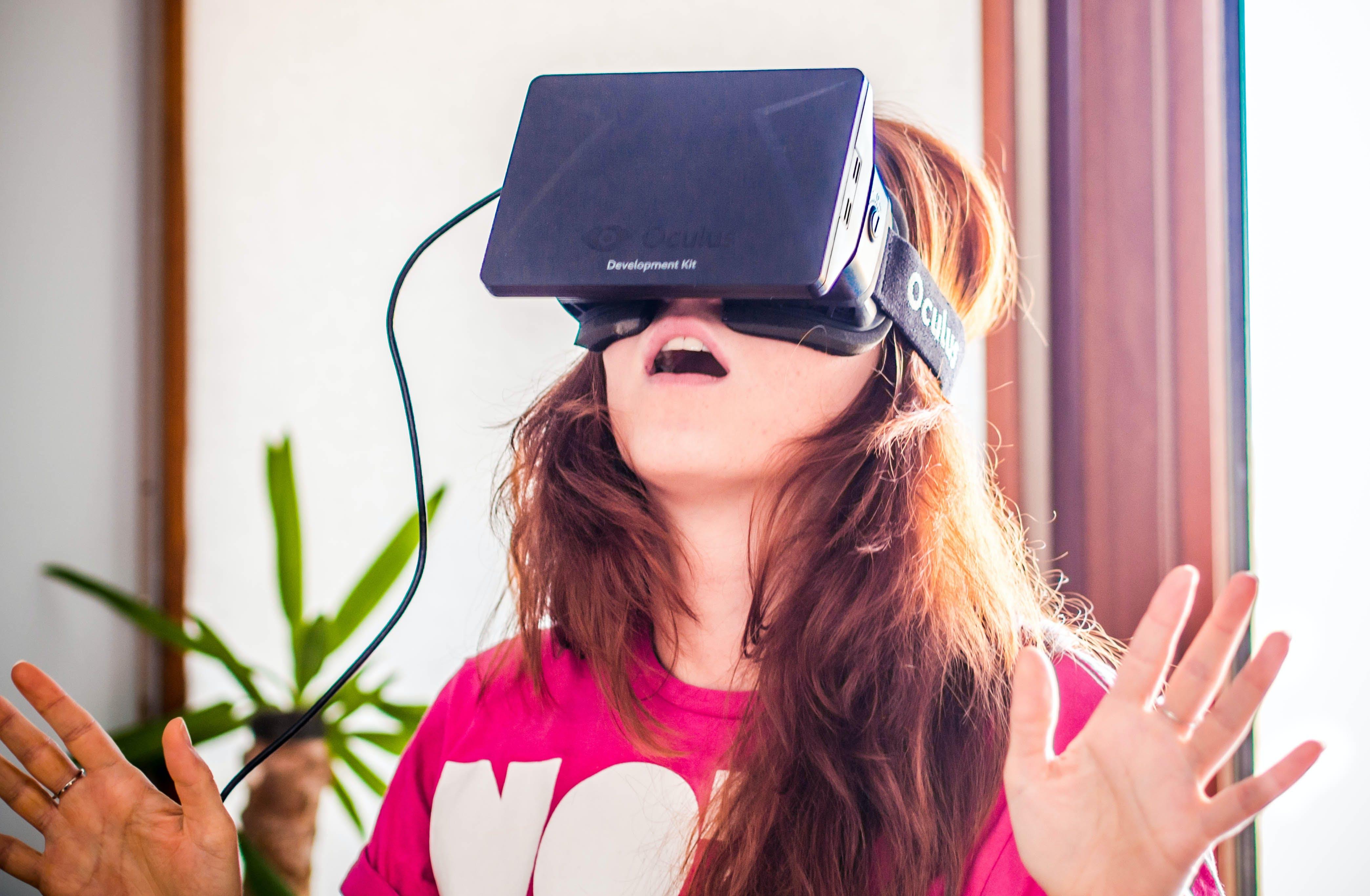 virtual reality zwei drittel der verbraucher wollen mit. Black Bedroom Furniture Sets. Home Design Ideas